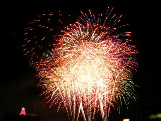 fireworks 5.28.JPG