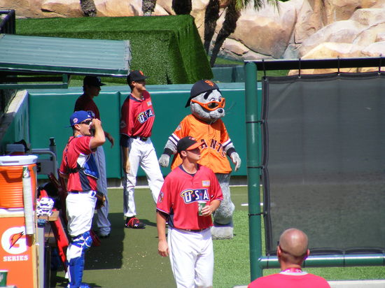 lou seal in bullpen.JPG