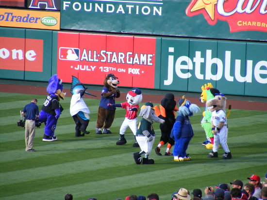 mascot dance party (2).JPG