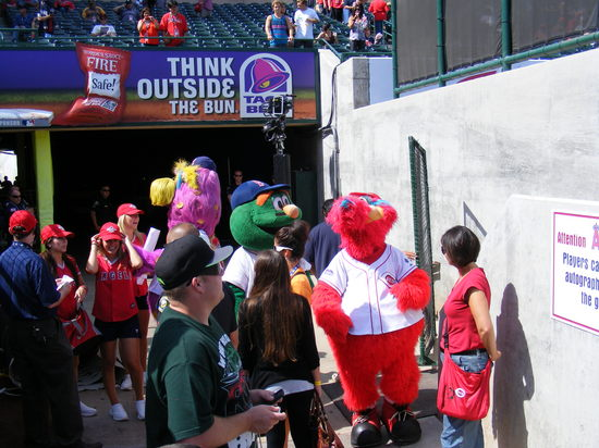 more mascots in tunnel.JPG